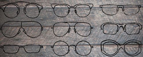 Illustrasjonbilde av briller på trebakgrunn