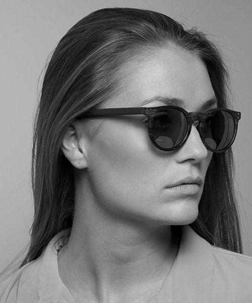 Modell Ebba med solbriller