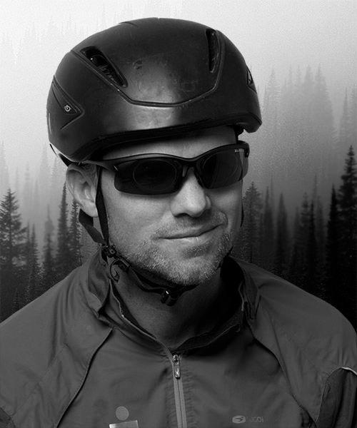 Sporty syklist med sykkelbriller